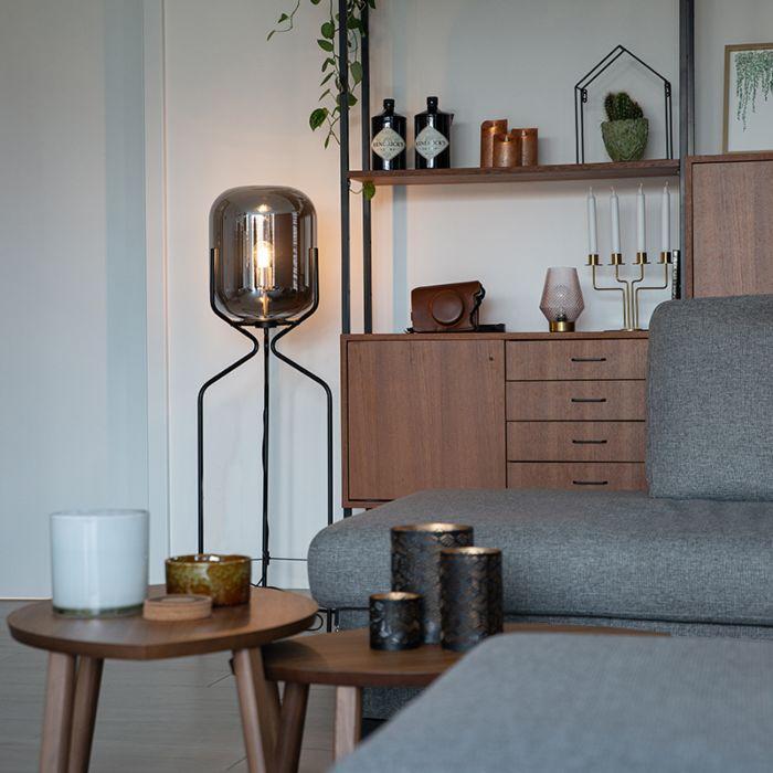 Design-golvlampa-svart-med-rökglas---Bliss