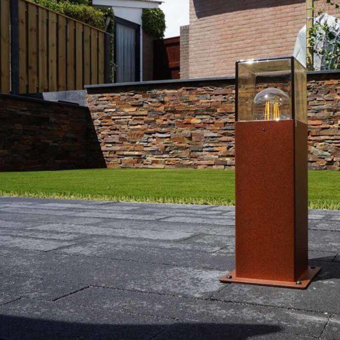 Industriell-stående-utomhuslampa-30-cm-rostbrun-IP44---Danmark