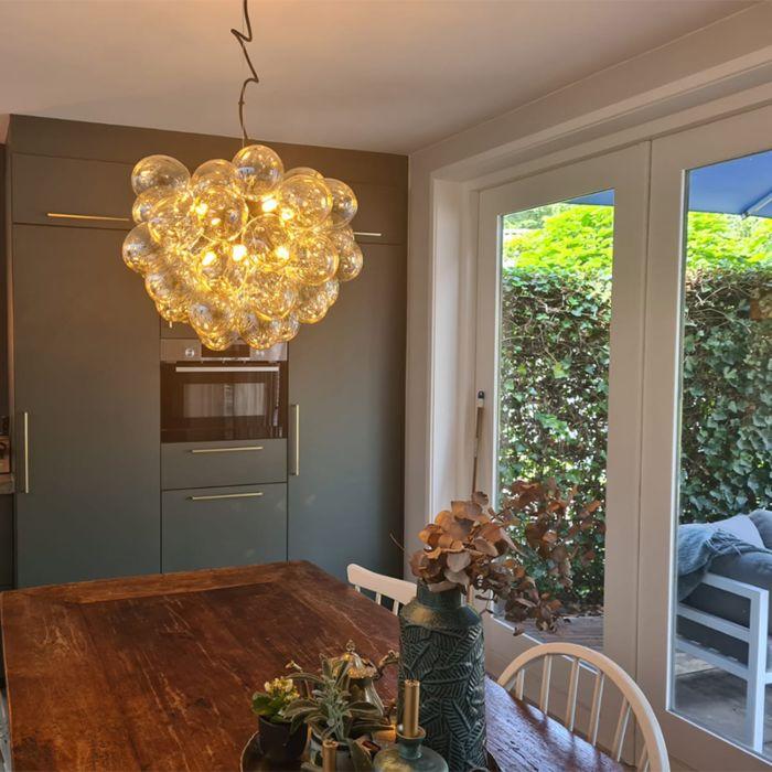 Art-Deco-hängande-lampa-svart-med-glas-8-ljus---Uvas
