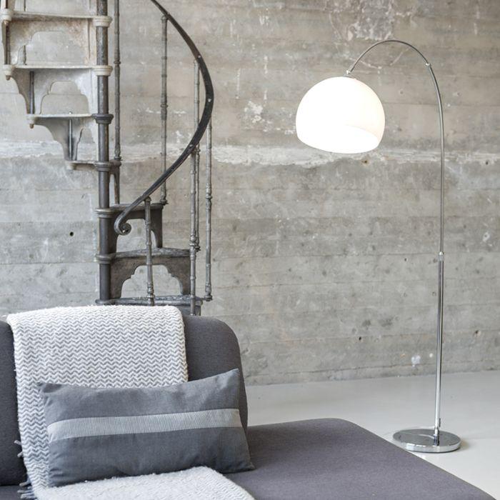 Modern-båglampkrom-med-vit-skugga---Arc-Basic